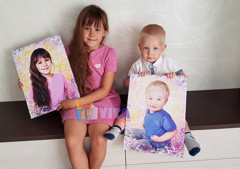 девочка и мальчик с портретами Портрет в Кирове
