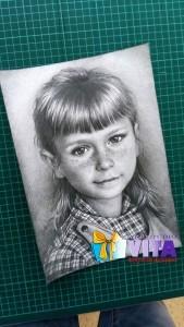 портрет карандашом девочка