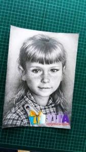 портрет карандашом девочка2