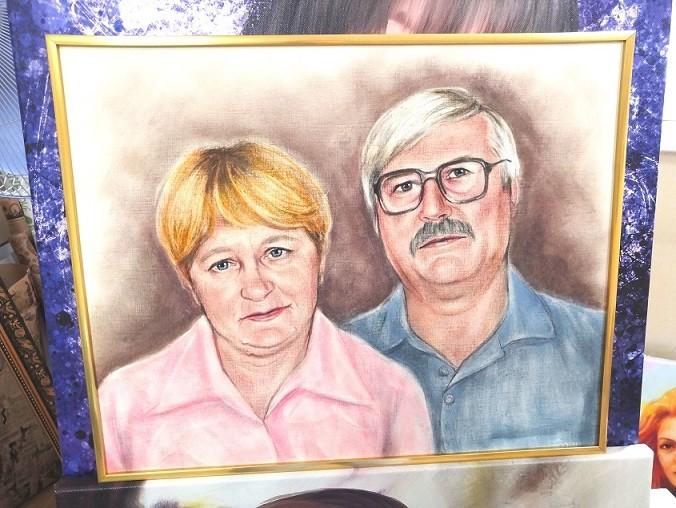 Цветной-портрет-в-технике-сухая-кисть-на-дедушку-и-бабушку